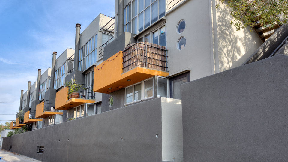 2 Bed + 2.5 Bath Contemporary Santa Monica Townhouse for Lease