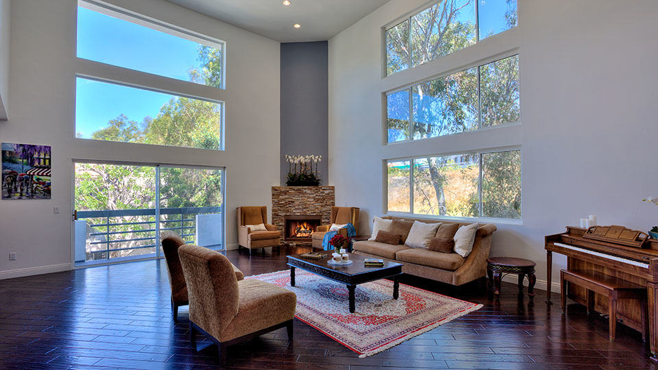 Spectacular 2 Story Penthouse Condo in Brentwood