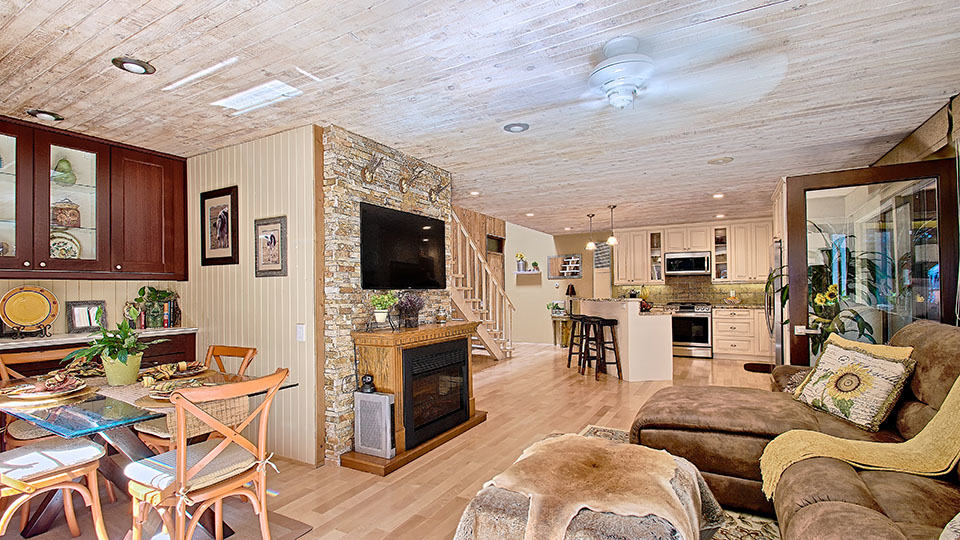2 Bed + 1.5 Bath Brentwood CA Townhouse w/ Tranquil Mountain Setting