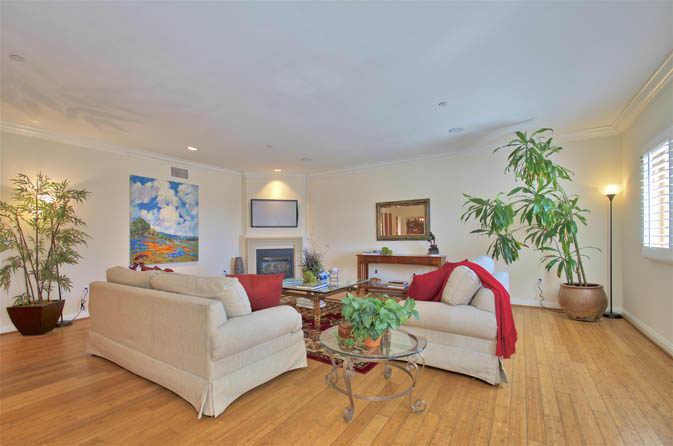 Condo in Brentwood for Sale