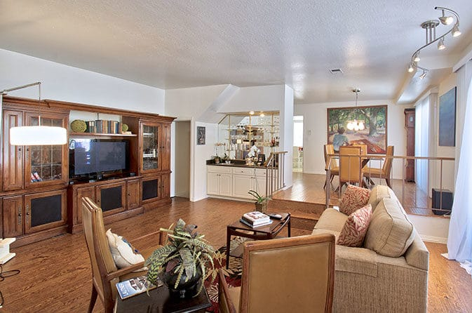 Brentwood Adjacent Townhouse for Sale